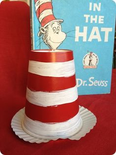 Dr Seuss - easy cat in the hat craft - Paint red stripes on a white cup (or white stripes on a red cup!) and glue to a white cupcake liner! Paper Plate Fish, Paper Plate Crafts, Preschool Arts And Crafts, Crafts For Kids, Preschool Classroom, Preschool Ideas, Kindergarten, Solo Cup Crafts, Rainbow Fish Crafts