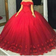 2017 Red Quinceanera Dresses with hand made flowers Ball Gown prom dresses pageant gown sweet 16 dress vestidos de 15 anos Red Ball Gowns, Tulle Ball Gown, Ball Gowns Prom, Ball Dresses, Prom Dresses, Tulle Lace, Bridesmaid Dresses, Sweet 16 Dresses, Sweet Dress