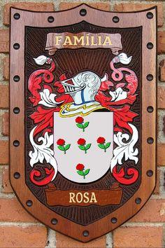 Brasão da família Rosa entalhado em madeira