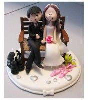 topo de bolo de casamento personalizado em biscuit Noivinhos na praça