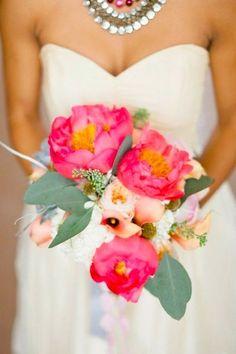 おおきなお花が華やかなシャクヤクのブーケを色別にあつめました♡にて紹介している画像