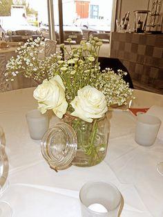 Installation du showroom pour les dégustations chez Cirette Traiteur. #sarahfarsyscénographie #dégustation #mariage #bocal #bouquet #white #blanc #rose
