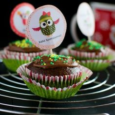 Δροσερό γλυκό ψυγείου με ροδάκινο - Craftaholic Vegetarian, Cupcakes, Sweets, Make It Yourself, Desserts, Sweet Treats, Food, Tailgate Desserts, Cupcake Cakes