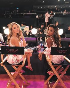 Martha Hunt and Jasmine Tookes backstage at the 2017 Victoria's Secret Fashion Show - Vogue Australia. If they make experiments on my intimate drive by implementing new technology at list I should have friends like this.isnt it isn't it. Victoria Secret Angels, Moda Victoria Secret, Victorias Secret Models, Victoria Secret Fashion Show, Victoria Fashion, Victoria Secret Workout, Victoria Secret Pajamas, Jasmine Tookes, Martha Hunt