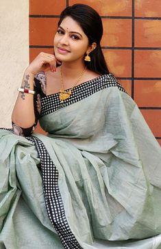 Beauty Full Girl, Cute Beauty, Beautiful Saree, Beautiful Indian Actress, Tamil Girls, Indian Beauty Saree, Saree Dress, Saree Blouse Designs, India Beauty