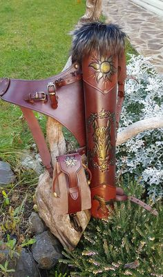 MFQ holding a bow and an axe, with an additional belt pouch Leather Quiver, Leather Tooling, Archery Quiver, Archery Hunting, Lace Bow Tattoos, Bow Tattoo Designs, Cool Pokemon Wallpapers, Hand Gloves, Traditional Archery
