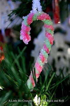 "An easy and fun craft to make with the kids: Pipe cleaner ""crystal"" ornaments. #Christmas #craft"