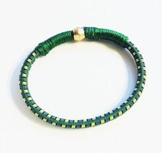 how presh: diy: bungee cord bracelets Colombian Women, Bungee Cord, Crafts To Sell, Diy Crafts, Cord Bracelets, Cassie, Making Ideas, Jewelry Crafts, Turquoise Bracelet