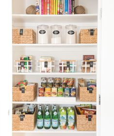 6 Genius Approaches to Tackling Cookware and Bakeware Kitchen Storage Kitchen Island Storage, Kitchen Pantry Design, Pantry Storage, Pantry Organization, Food Storage, Organized Pantry, Storage Ideas, Kitchen Islands, Organizing Ideas