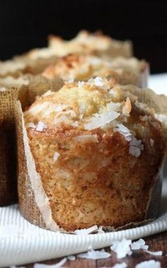 Banana Coconut Crunch Muffins are a fun twist on a classic banana bread muffin recipe! These banana nut muffins are made with walnuts, granola and shredded coconut. Coconut Muffins, Banana Nut Muffins, Banana Scones, Banana Coconut Cake, Banana Crunch Cake Recipe, Banana Snacks, Yogurt Muffins, Breakfast Muffins, Oatmeal
