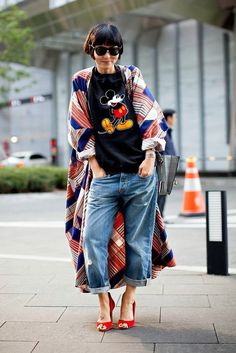 3 easy tricks fashion bloggers like With Love From Kat use to put together cute 2017 summer outfits daily, how to layer, pick a color palette, the 3rd piece, how to accessorize and how to pick wardrobe accent colors, how to mix prints, mickey mouse tee, boyfriend jeans, how to style a kimono