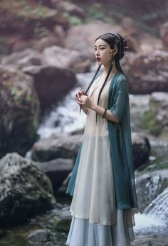 What a Yi Ti princess of the Sea Green emperor dynasty would wear. The sea-green emperors were an ancient ruling dynasty of the Golden Empire of Yi Ti. Under their rule the empire reached the apex of its power, conquering Leng and Great Moraq and...