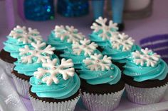 Snowflake topped cupcakes at a Frozen girl birthday party! See more party planning ideas at CatchMyP Elsa Birthday, Frozen Themed Birthday Party, Frozen Birthday Party, 4th Birthday Parties, Girl Birthday, Birthday Ideas, Bolo Frozen, Frozen Cupcakes, Frozen Cake