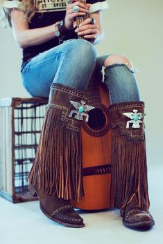 The fringe fascination continues with Double D Ranch's Thunderbeing Boot for the Fall '17 season and is destined to join the stable of classic DDR boots. It has all of the quintessential elements: long-flowy fringe, silver studs, and a turquoise-studded, Native American-inspired thunderbeing pendant. In some Native American cultures, thunderbeings are a race of powerful storm spirits that live in the sky. They bring thunder and lightening and are often depicted as birds. toe: snip le...