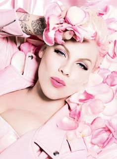 Celebrities Gallery: American Pop singer, actress and model Pink often stylized as P!nk was born Alecia Beth Moore on September 1979 Pink Love, Pretty In Pink, Pretty Pics, Hot Pink, Britney Spears, Vintage Pink, Birthday Cake Clip Art, My Favorite Color, My Favorite Things