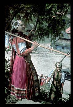 From Kalotaszeg, NHA Néprajzi Múzeum | Online Gyűjtemények - Etnológiai Archívum, Diapozitív-gyűjtemény Folk Costume, Costumes, Folk Dance, Natural Scenery, Folk Music, Time Travel, Traditional Outfits, Budapest, Around The Worlds