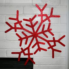 Gigantic Popsicle Stick Snowflakes Craft {tutorial} momspark.net