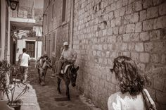 Waking in Hydra Greece Pictures, Greek Words, In Ancient Times, Vintage Pictures, Islands, Black And White, Travel, Beautiful, Greek Sayings