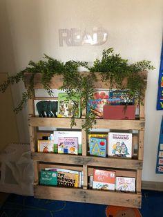 Pallet bookshelf for the wife's kindergarten classroom Reggio Classroom, Toddler Classroom, Outdoor Classroom, Classroom Displays, Kindergarten Classroom, Classroom Themes, Year 1 Classroom Layout, Montessori Classroom Layout, Reading Corner Classroom