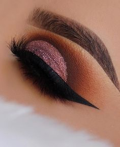 Steal the show with ⭐️ achieved timeless glamour with the palette. We want to see your creations so be sure to tag us. Full Face Makeup, Love Makeup, Makeup Inspo, Beauty Makeup, Hair Makeup, Makeup Ideas, Natural Eyeshadow, Eyeshadow Looks, Makeup Goals