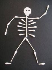 This Q-Tip Skeleton is an easy and inexpensive Halloween kids craft. This would be a great activity for preschoolers to add some spooky to the holiday! Can't wait for Halloween to make this! Fall Crafts, Holiday Crafts, Holiday Fun, Arts And Crafts, Theme Halloween, Holidays Halloween, Halloween Skeletons, Halloween Makeup, Halloween Clothes