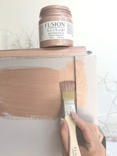 Furniture painting techniques - How to blend paint on furniture with Fusion Mineral Paint – Furniture painting techniques Metallic Painted Furniture, Chalk Paint Furniture, Furniture Painting Techniques, Painting Tips, Painting Tutorials, Rose Gold Painting, Ombre Paint, White Chalk Paint, Paint Brands