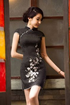 Pretty Dresses, Sexy Dresses, Short Dresses, Chinese Gown, Culture Clothing, Cheongsam Dress, Traditional Fashion, Oriental Fashion, Beautiful Asian Women