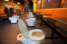 Café na California utiliza o banheiro como tema de sua decoração
