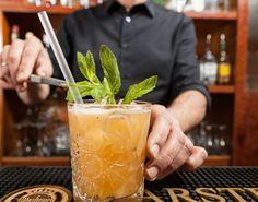 Happy Hour: 10 μέρη για φθηνό ποτό στο κέντρο