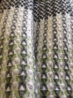 Je Vous En Prie lambswool handwoven collection sampling