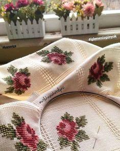"""398 Beğenme, 8 Yorum - Instagram'da eL emeği göz nuru (@mutlukasnakatolyesi): """"işlemeyiseviyorum ❤️ . . . . . . #çiçek#handmade#elişi#elyapımı#kanaviçe#insta42ns"""" Cross Stitch Needles, Cross Stitch Rose, Cross Stitch Flowers, Needlepoint, Ribbon Embroidery, Embroidery Patterns, Crochet Patterns, Cross Stitch Designs, Cross Stitch Patterns"""