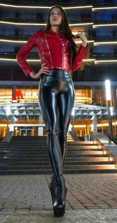 Outfits Leggins, Leggings Fashion, Sexy Outfits, Tight Leather Pants, Leather Pants Outfit, Leather Jacket, Shiny Leggings, Leggings Are Not Pants, Sexy Latex