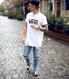 fine 46 Stylish Ripped Jeans for Men http://attirepin.com/2018/01/07/46-stylish-ripped-jeans-men/