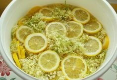 Bazový sirup - Receptik.sk Clean Eating For Beginners, Elderflower, Kfc, Diy Food, Preserves, Food To Make, Healthy Living, Food And Drink, Cooking Recipes