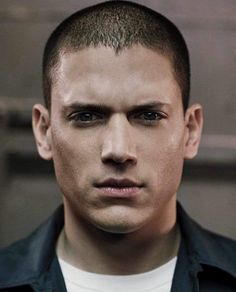 Wentworth Miller - the main reason I love Prison Break:) Soft summer deep. Michael Scofield, Military Haircuts Men, Haircuts For Men, Hairstyles Men, Men's Hairstyle, Short Haircuts, Braids With Fade, Sara Tancredi, Wentworth Miller Prison Break