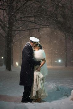 The kiss under falling snow. The Kiss, Wedding Fur, Dream Wedding, Fall Wedding, Snow Wedding, Wedding Kiss, Wedding Shot, Wedding Rustic, Wedding Ideas