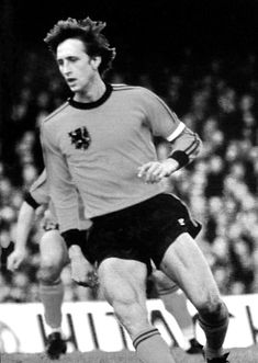 Johan Cruyff of Holland in Retro Football, Football Soccer, English Football League, Sport 2, Sports Images, Best Player, Fc Barcelona, Beautiful, Guys