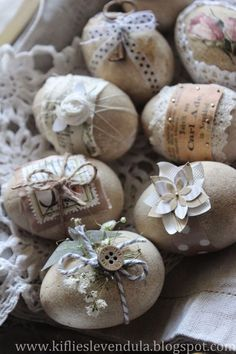 Easter eggs - Happy Easter decorations and napkin technology ideas .- Ostereier – Frohe Osterschmuck und Servietteentechnik Ideen «Diy D … Easter eggs – Happy Easter decorations and napkin technology ideas «Diy D … - Easter Egg Crafts, Easter Projects, Easter Decor, Easter Ideas, Easter Table, Easter Egg Designs, Easter Centerpiece, Bunny Crafts, Easter Party