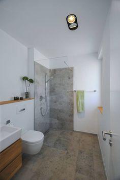 Gäste-WC mit Dusche: moderne Badezimmer von grimm architekten BDA