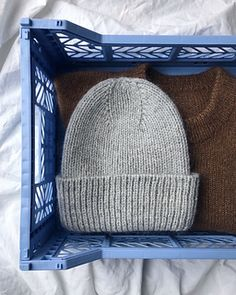 Ravelry: The Stockholm Hat pattern by PetiteKnit Beanie Knitting Patterns Free, Knitting Stitches, Knit Patterns, Yarn Projects, Knitting Projects, Crochet Projects, Rm 1, Elastic Thread, How To Purl Knit