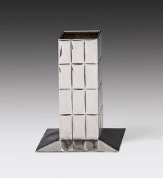 Josef Hoffmann (Pirnitz 1870 - 1956 Wien) Flower vase Wiener Werkstätte, 1906 silver; marked; h. 17 cm