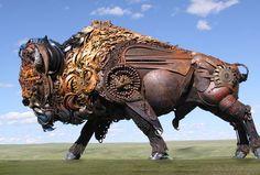 bison-metallique-dakotah John Lopez est un artiste américain originaire de l'Etat du Dakota du Sud. Elevé dans un ranch, il s'est d'abord lancé dans la réalisation d'oeuvres d'art en bronze qui ont connu un succès sans précédent à travers le pays. Depuis, sa nouvelle lubie, c'est le fer. On vous laisse découvrir en images ses plus belles créations réalisées à partir d'anciens matériaux de ferme que vous pouvez également retrouver sur son site web.