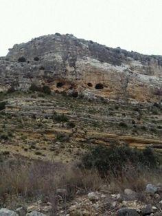 Feliz fin de semana a tod@s, os dejo esta fotografía de Crivillén de las cuevas Deva