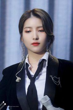 "SOMEONE on Twitter: ""200118 Dear. Buddy #여자친구 #소원  #GFRIEND #SOWON #Make_A_Wish  인간 𝐆𝐈𝐎𝐑𝐆𝐈𝐎 𝐀𝐑𝐌𝐀𝐍𝐈… "" Kpop Girl Groups, Kpop Girls, Gfriend Sowon, G Friend, Kpop Outfits, Aesthetic Girl, My Princess, Pop Group, Korean Girl"