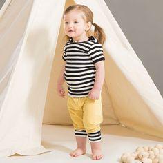 EASY kesäsetti, keltainen - musta - vanilja | NOSH verkkokauppa | Kevään lasten uutuusmallistossa leikitellään joutsenien, pesukarhujen ja raitojen iloisessa joukossa. Tilaa tuotteet NOSH edustajalta tai verkosta nosh.fi/lapset (This collection is available only in Finland but you can shop these wonderful fabrics online en.nosh.fi)