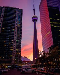 Pinned on June 2019 - Beautiful sunset at CN Tower, Toronto, Ontario, Canada Toronto City, Downtown Toronto, Backpacking Canada, Canada Travel, City Aesthetic, Travel Aesthetic, Toronto Pictures, Visit Canada, Canada Canada