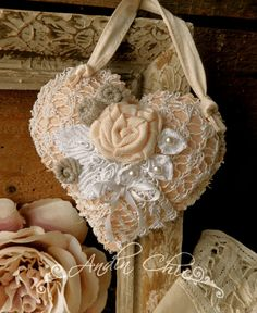Prostě shabby Fabric Hearts, Metal Containers, Heart Ornament, Hand Sewn, Doilies, Hangers, Crates, Shabby Chic, Reusable Tote Bags