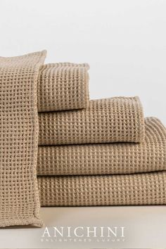 Our Lukina 100% linen natural waffle weave linen towels exude a rustic modernity. Linen towels are the best towels for you and the environment. They're eco-friendly, rejuvenate your skin, don't acquire smells, and last forever! #luxurybathroomdecor #modernrusticbathroomdecor #modernrusticbathroom #linenbathtowels