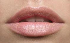 Vous souhaitez avoir des lèvres naturellement roses ? Voici les 4 astuces à tester !