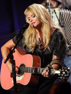 Miranda Lambert will forever be one of my heroes. She carries a pink guitar and sings about setting people on fire. That's what I think of some people. Miranda Blake, Blake Shelton And Miranda, Music Sing, I Love Music, Pink Music, 80s Music, Contry Music, Pink Guitar, Country Music Stars